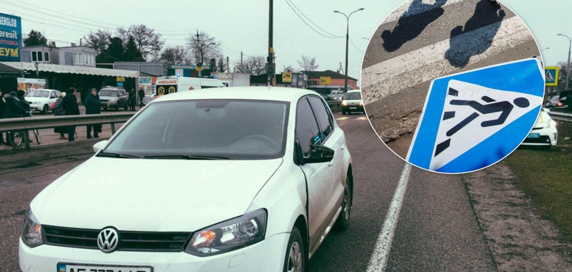 Під Дніпром автомобіль збив маму з дитиною на 'зебрі': фото з місця ДТП