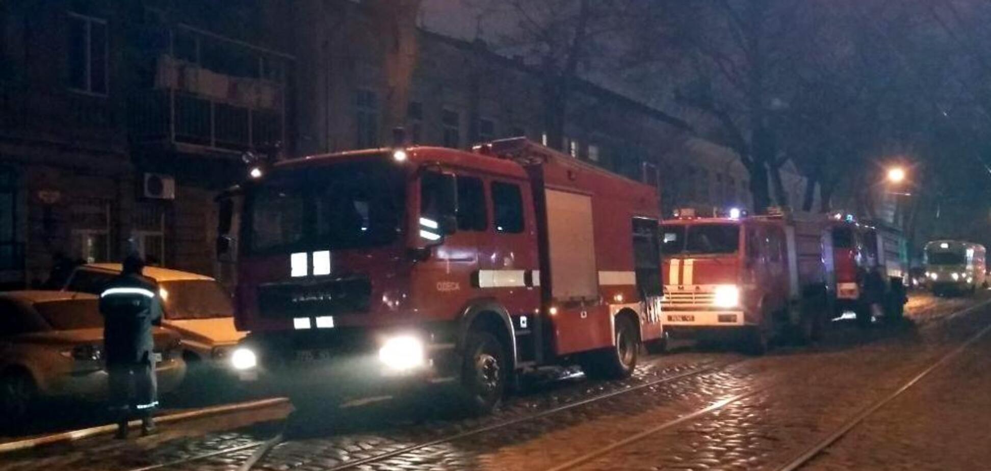 Небо окрасилось красным: все подробности и видео мощного пожара в Одессе