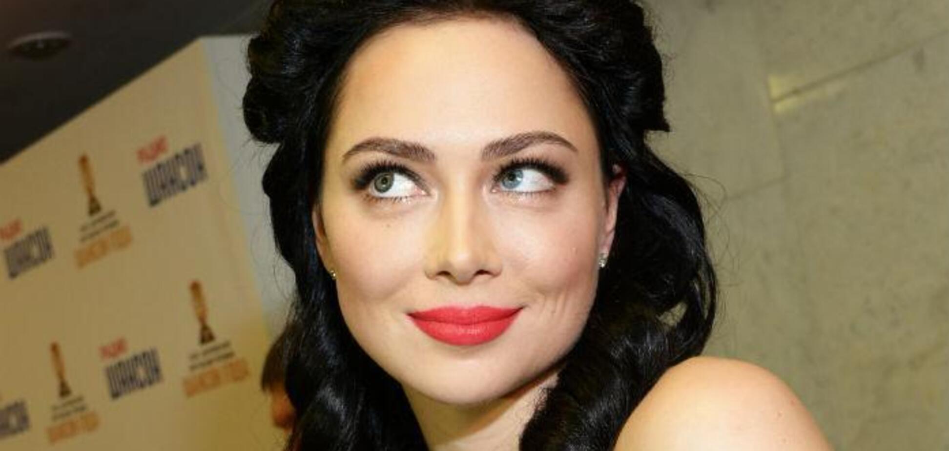 Посвітивши пишними грудьми, Самбурська вразила всіх своїми очима