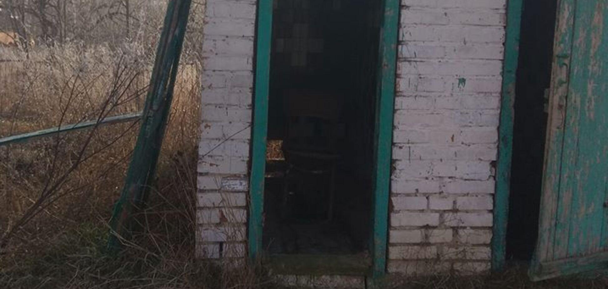 Стілець замість унітазу: фото туалету в українській лікарні налякали мережу