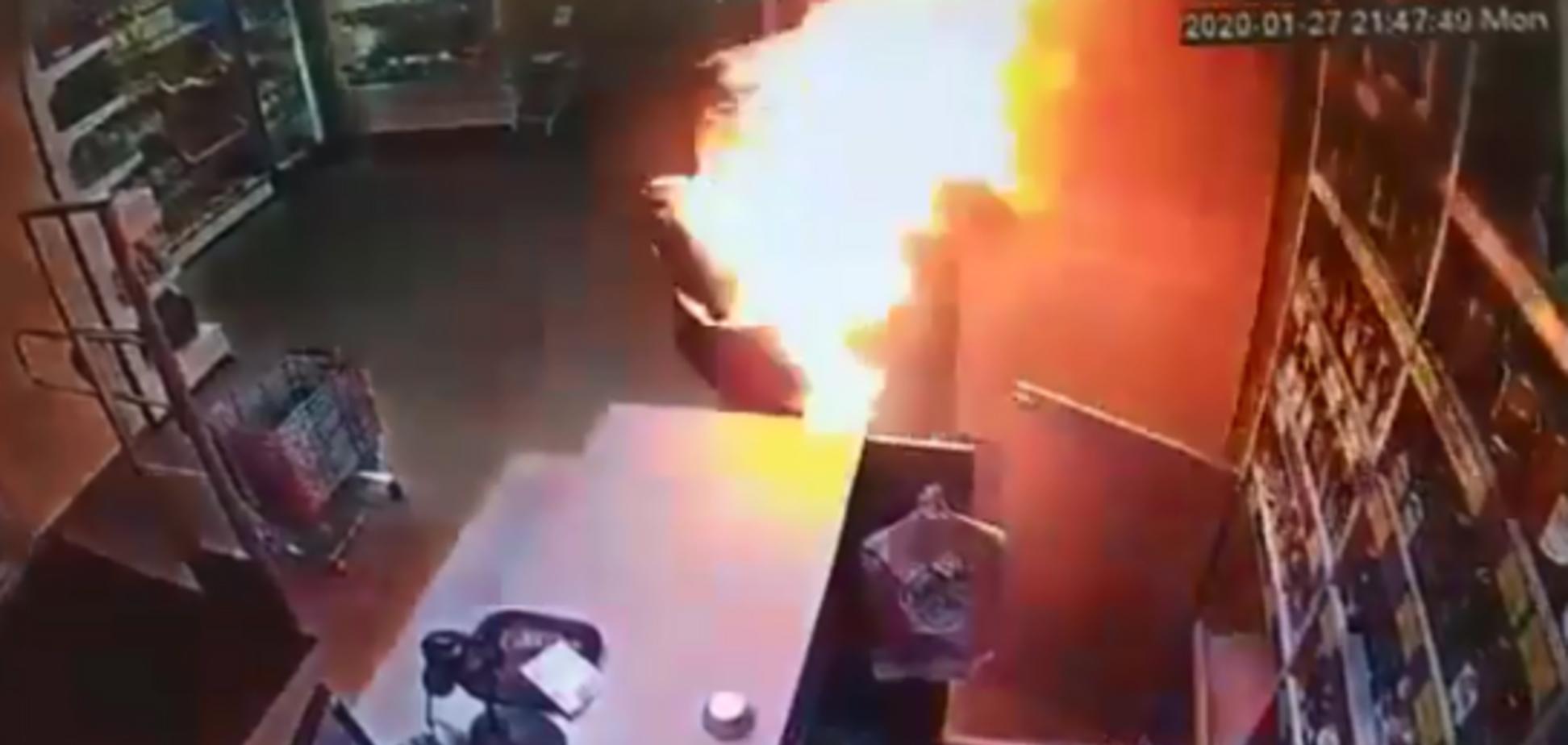 Сгорело все лицо: россиянин поджег бывшую жену в ТЦ. Видео