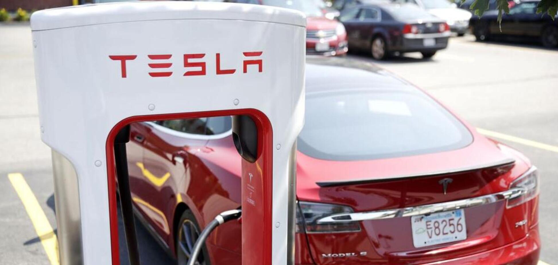 Тesla пообещала сделать бесплатной зарядку электромобилей