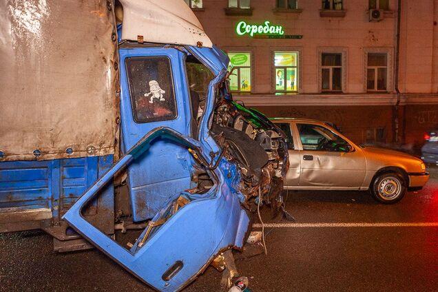 В Днепре грузовик угодил в жуткое ДТП