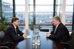 Говорили об интеграции с ЕС и санкциях против России: Порошенко встретился с вице-президентом Еврокомиссии