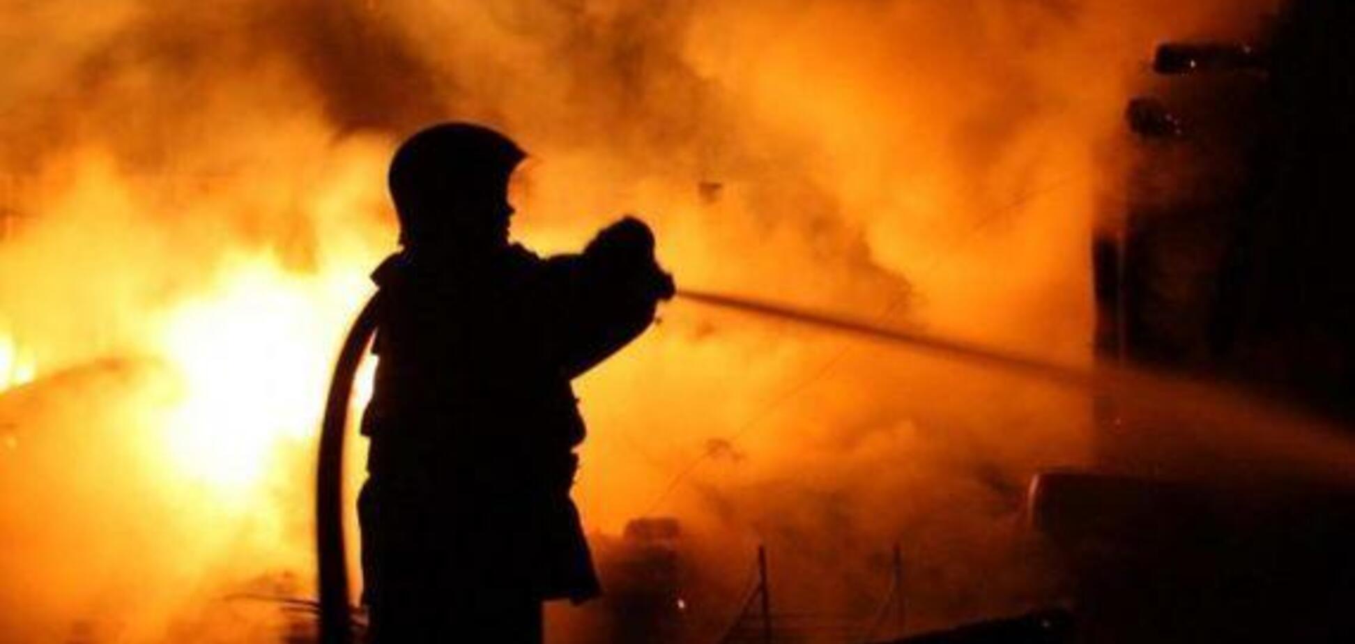 Вогонь заблокував вихід: під Дніпром рятувальники винесли з пожежі чотирьох осіб