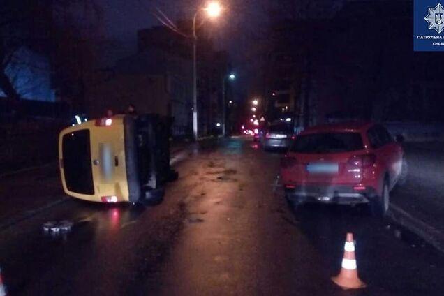 У Києві п'яний водій влаштував ДТП та ліг на землю відпочити
