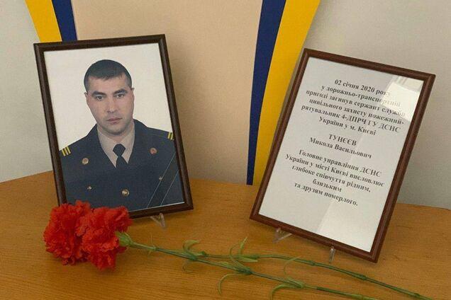 На Киевщине в жестком ДТП с микроавтобусом погиб молодой столичный спасатель