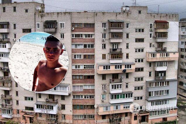 Мальчик выпал из окна многоэтажки