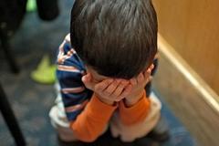 У Росії вихователька жорстоко повелася з дитиною в садку: з'явилося тривожне відео