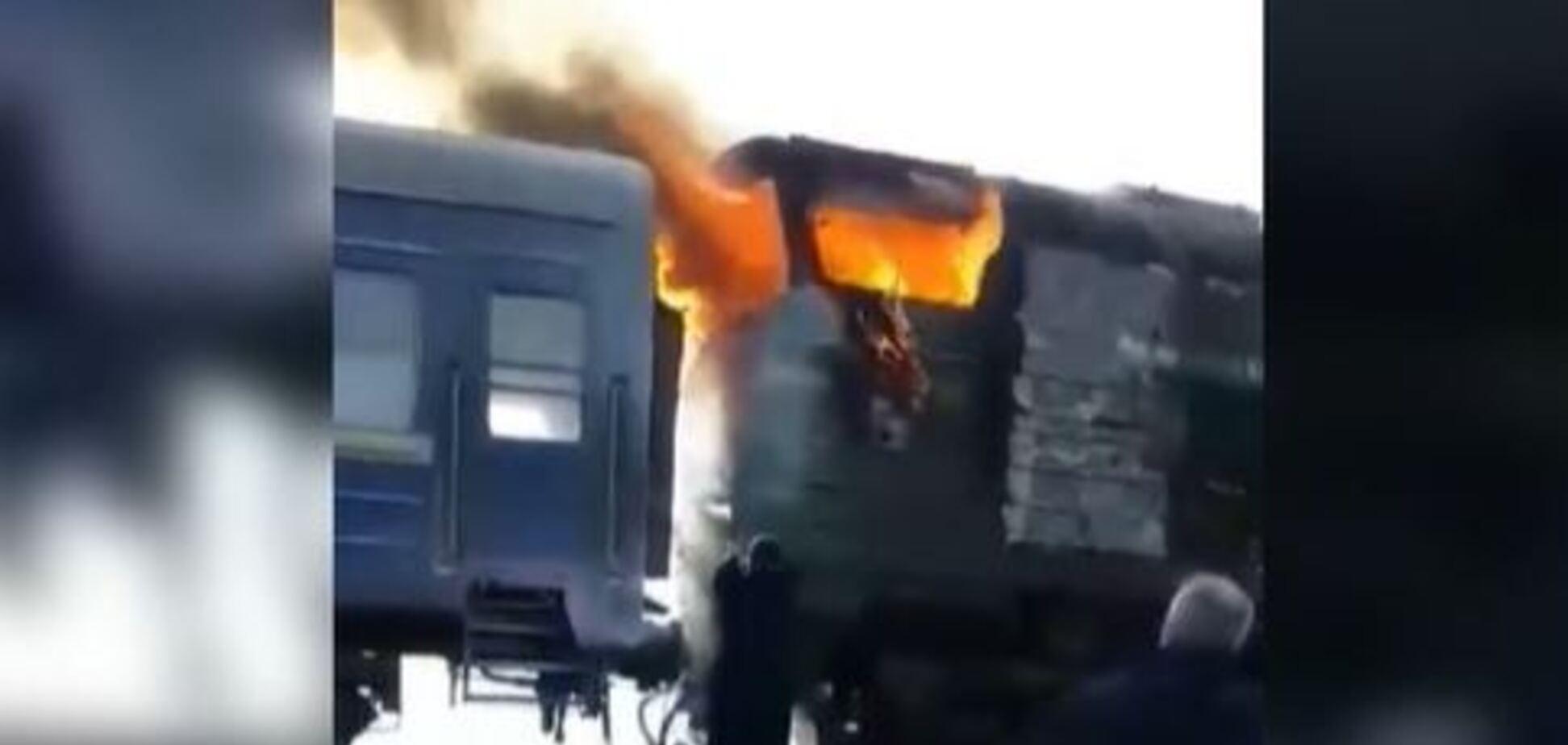 Поезд Харьков – Херсон с пассажирами загорелся на ходу: страшное видео