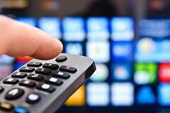 Подальше от Москвы: в Литве запретят российские телеканалы