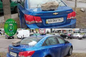 Потрійне послання на кузові: у Києві жорстко покарали героя парковки