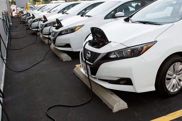 Електромобілі під час заряджання