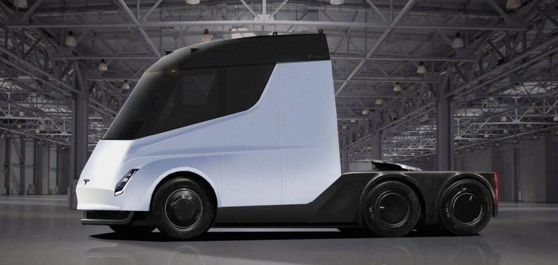 На трасі в США помітили електричну вантажівку Tesla Semi