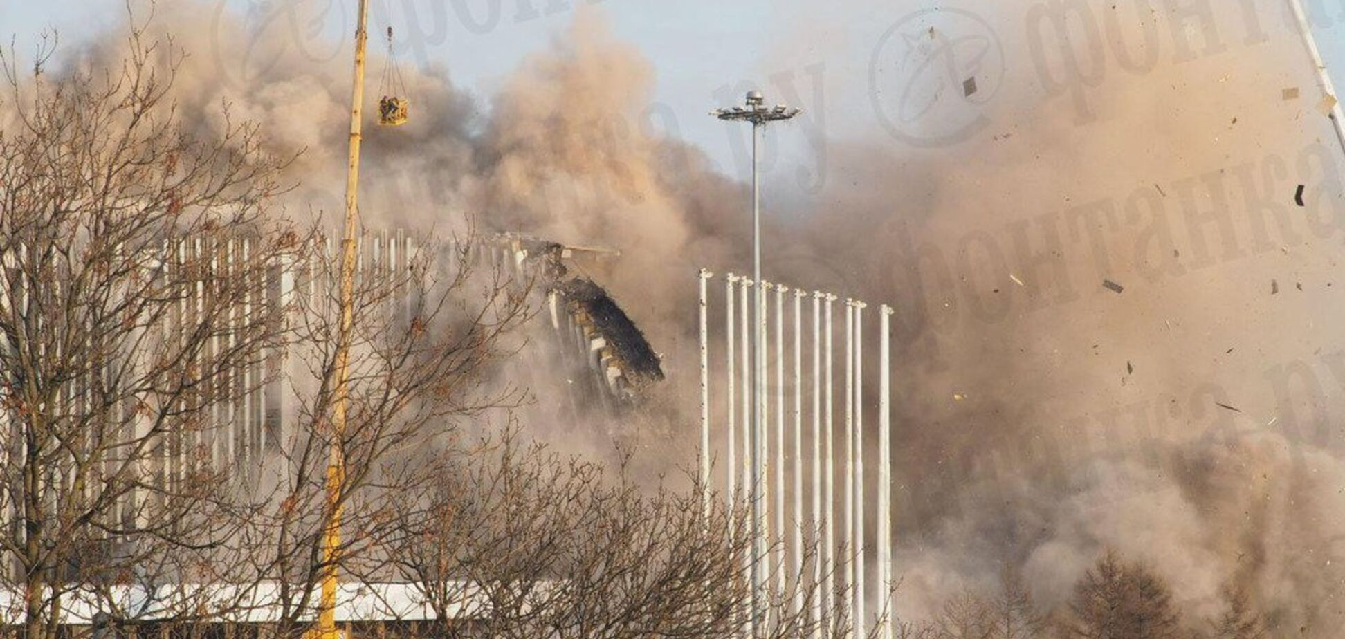 У Санкт-Петербурзі обвалився дах стадіону: знайдене тіло загиблого. Фото й відео