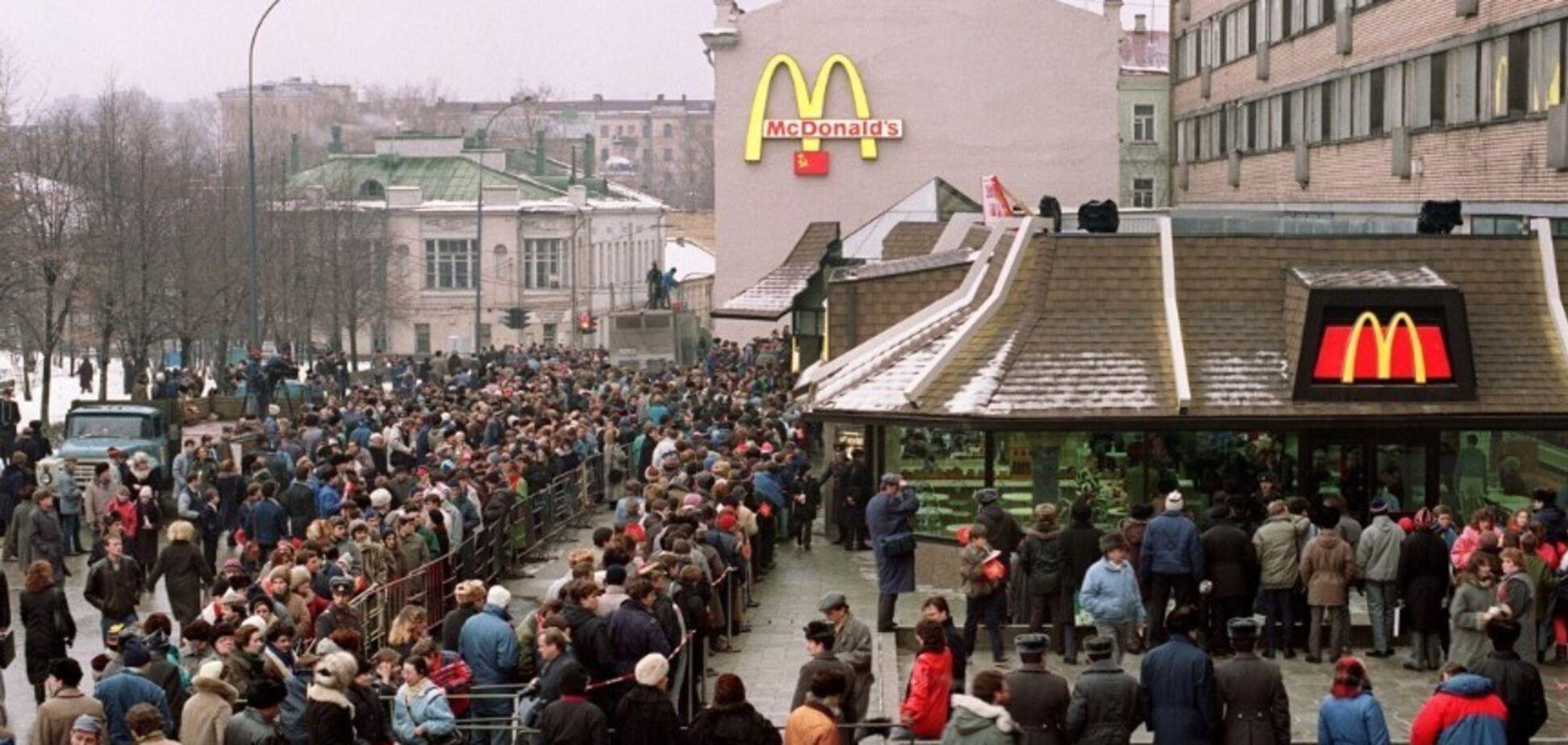 Бургер за ціною проїзного: спливли фото і відео першого McDonald's в СРСР