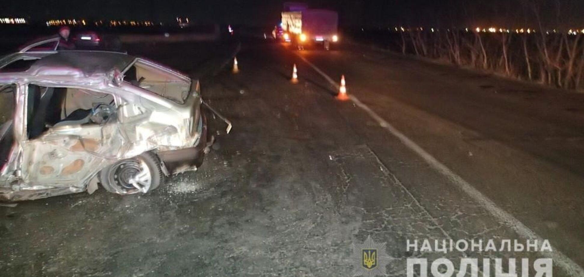 Легковушка и грузовик устроили смертельное ДТП на окраине Одессы