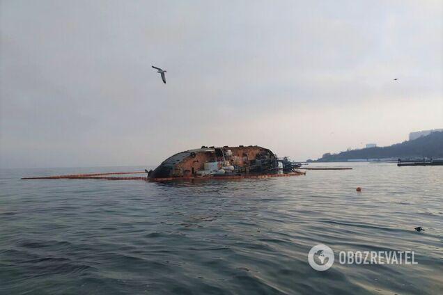 Затонувший танкер Delfi