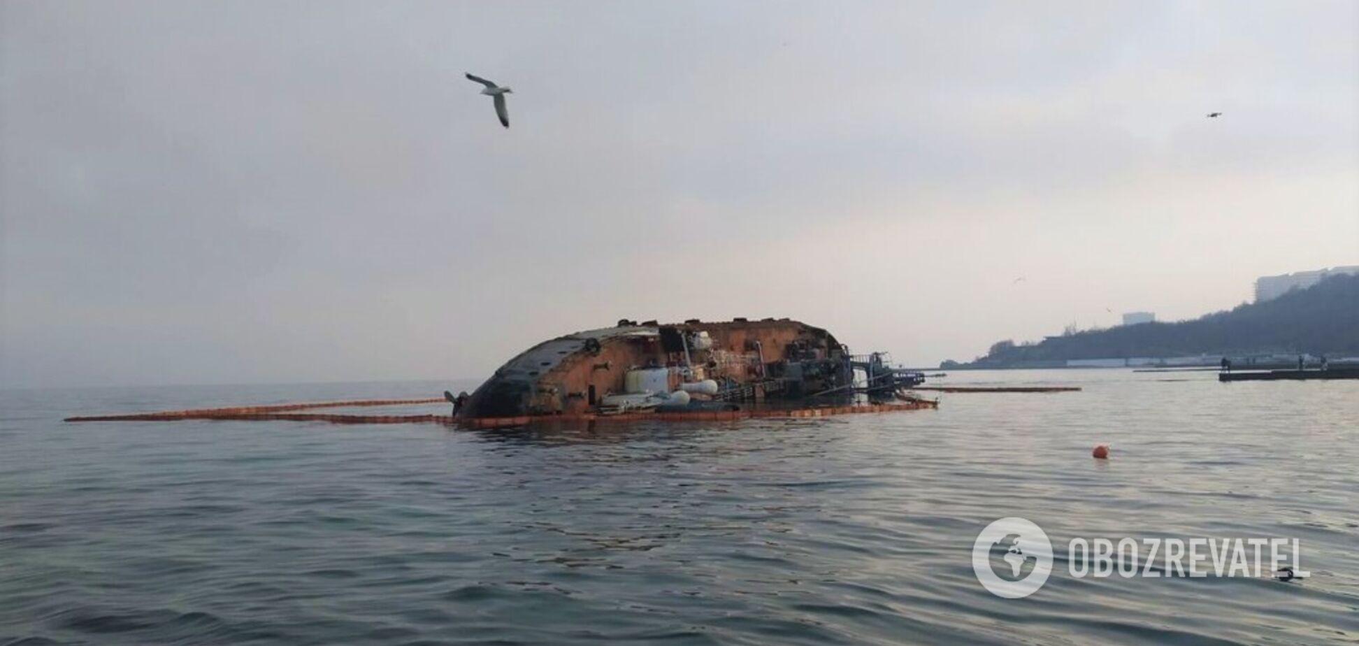 Біля танкера Delfi в Одесі концентрація нафтопродуктів перевищила норму в 5 разів