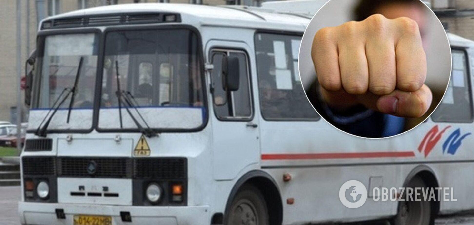 Разбил нос: в Черкассах подрались пешеход и водитель маршрутки