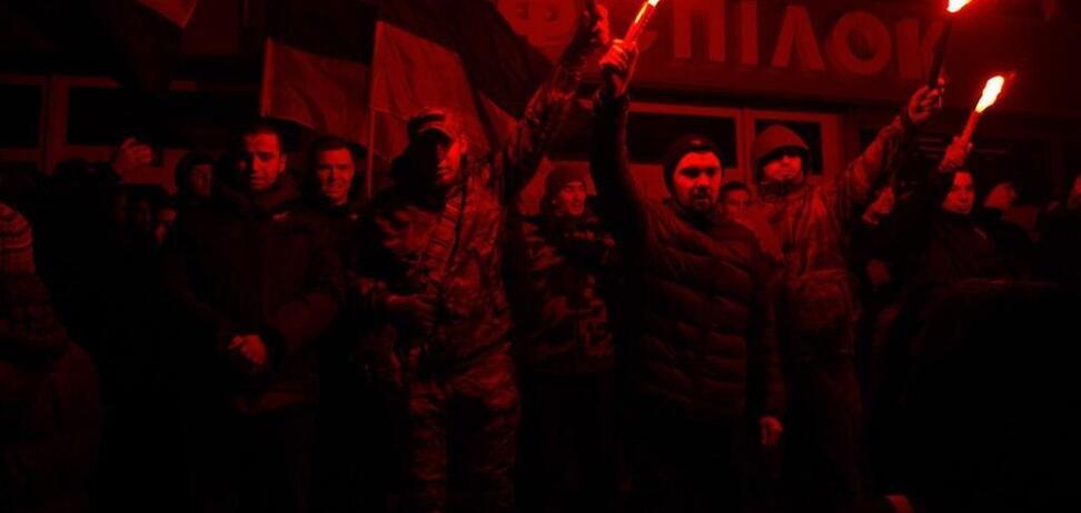 У Дніпрі націоналісти зірвали показ російського фільму. Фото з місця