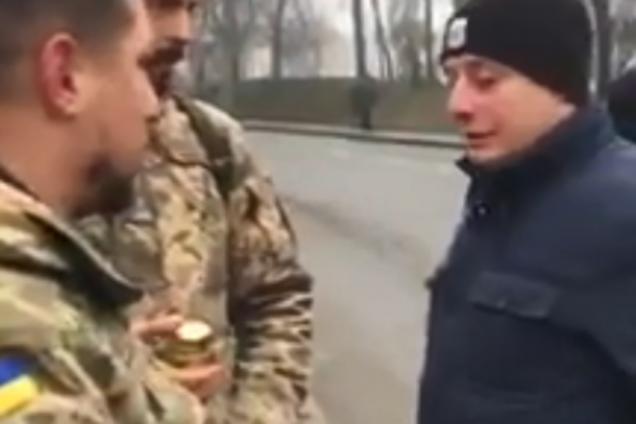 Охранники Зеленского не пускали воинов к памятнику
