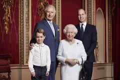 Елизавета II поздравила с новым десятилетием семейным фото