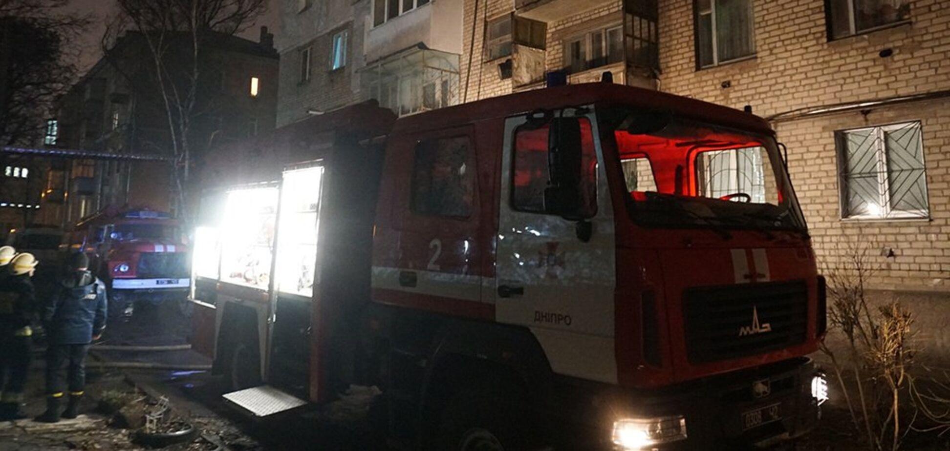 В Днепре вспыхнула многоэтажка: дым заблокировал выход. Видео