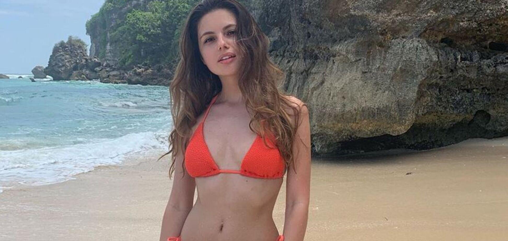 Дружина футболіста збірної України похвалилася спокусливими фото з відпочинку
