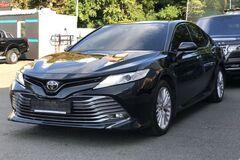 Держгеокадарстр придбав елітну Toyota Camry