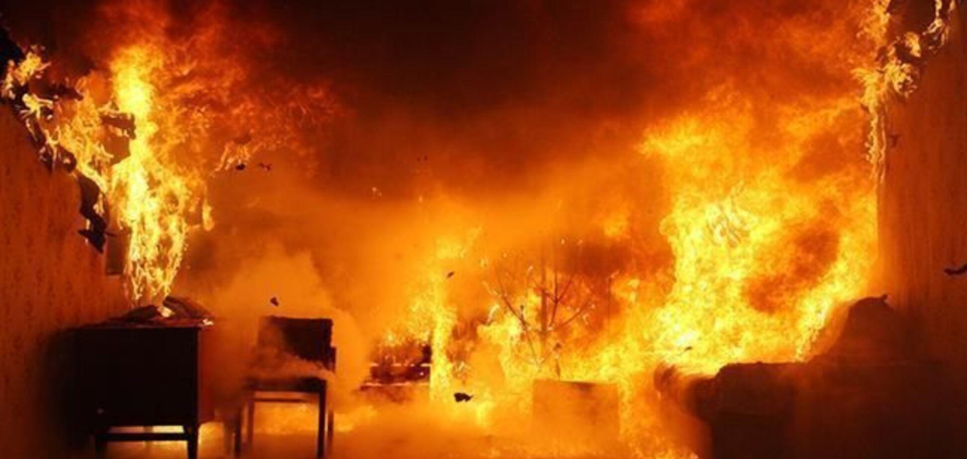 В Днепре сгорел дом: два человека отравились угарным газом. Фото
