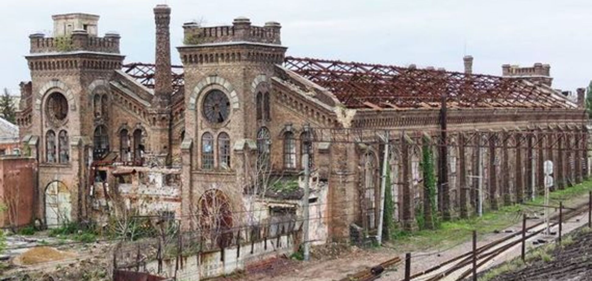 Занедбаний будинок заводу 'Краян'
