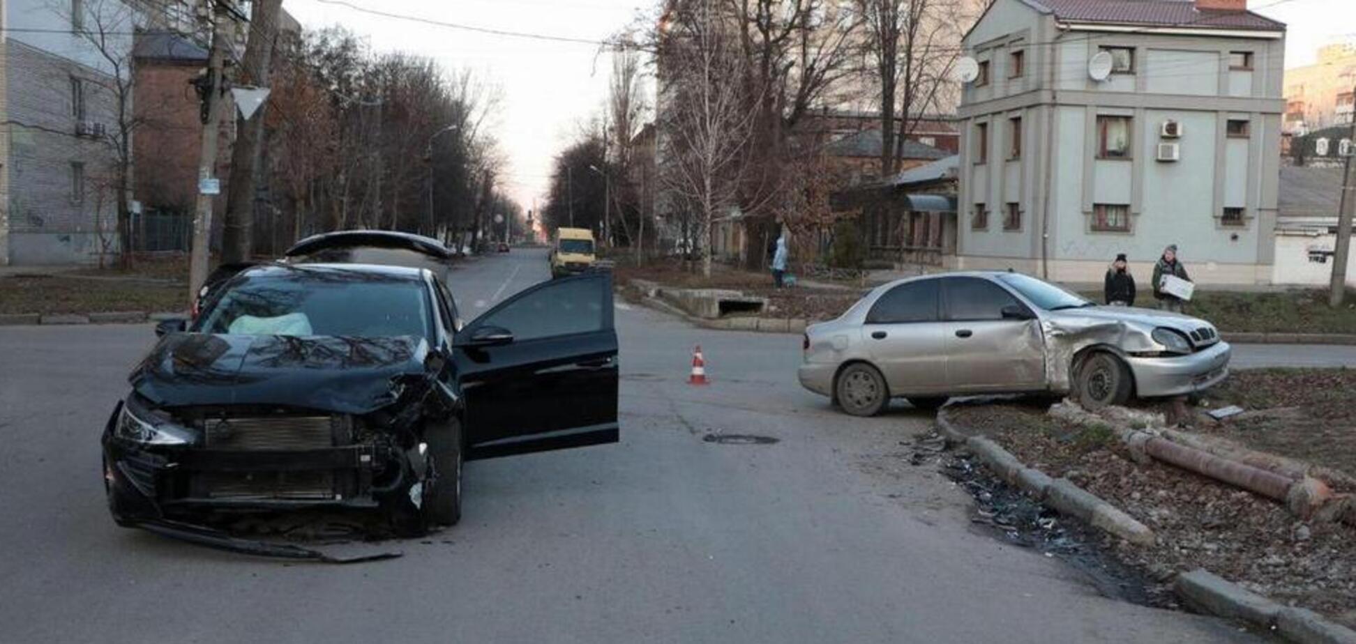 В Днепре на перекрёстке не разминулись два автомобиля: фото жуткого ДТП