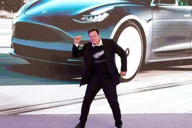 Ілон Маск під час презентації в Шанхаї