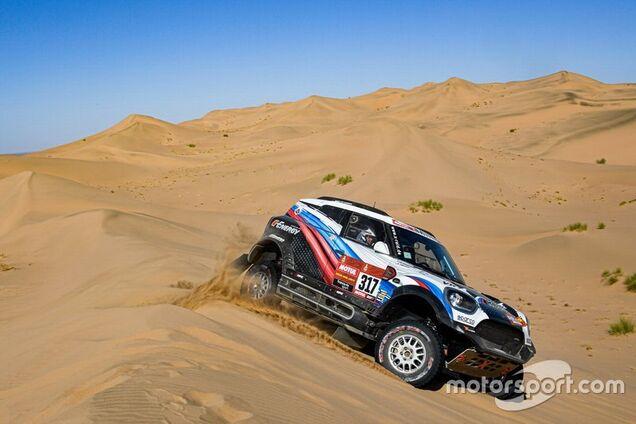 """Автомобіль X-Raid G-Energy Team загорівся під час ралі """"Дакар"""""""
