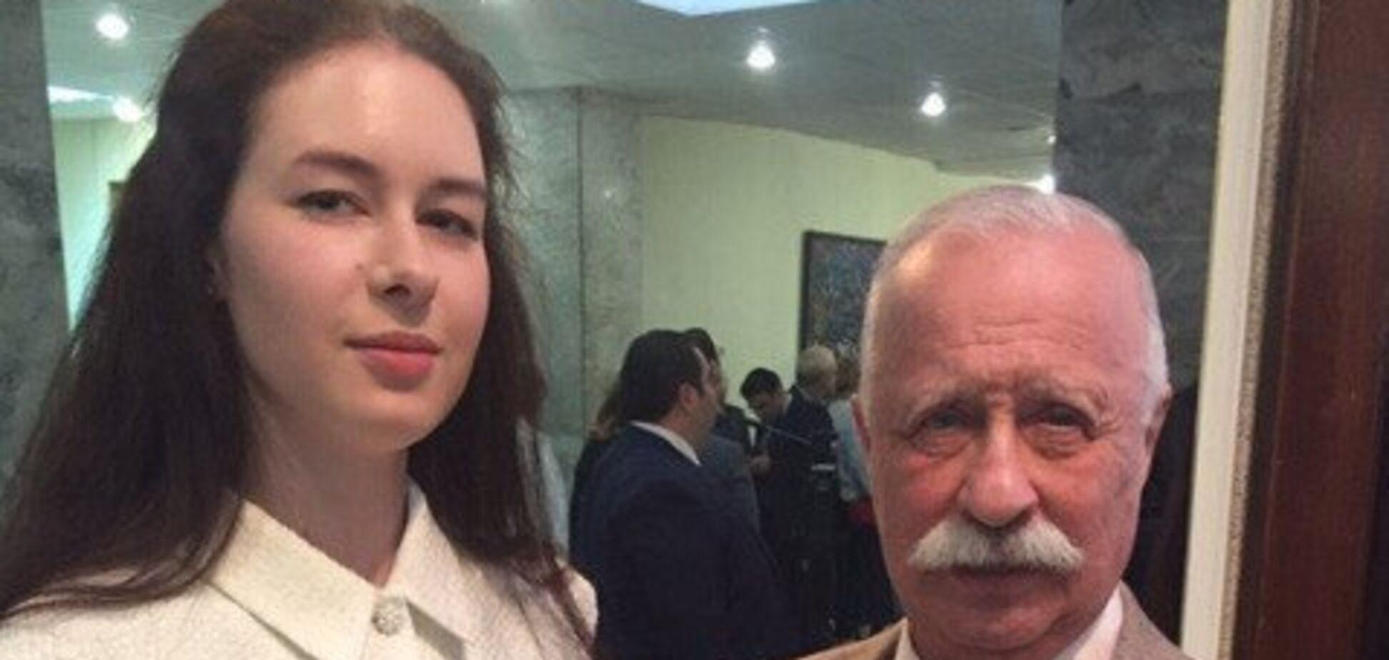 Дочка Якубовича знялася голою у ванній: фото