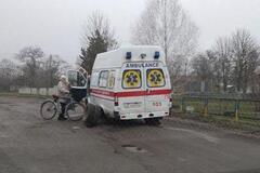 'Дорога смерті': на Дніпропетровщині у 'швидкої' на ходу відвалилися колеса
