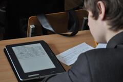 Сделали невозможное: Кабмин Зеленского 'потерял' электронные учебники