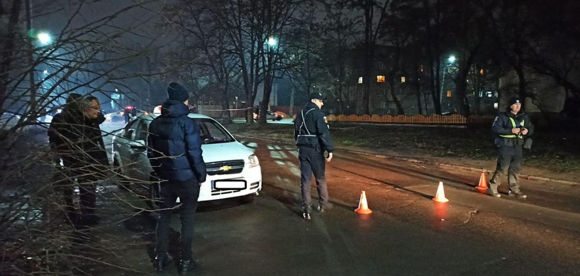 В Черкассах такси на перекрестке снесло дедушку с внуками: все трое в больнице. Фото