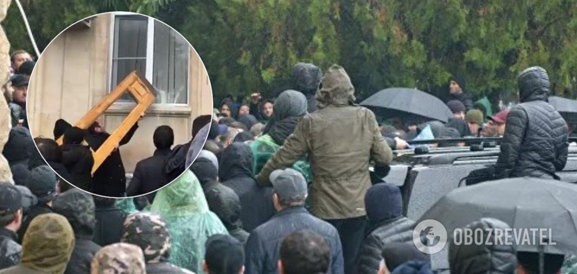 Штурм і відставка 'президента': всі подробиці протестів у Абхазії. Фото і відео