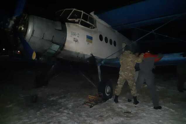 У Коломиї затримали літак із контрабандою