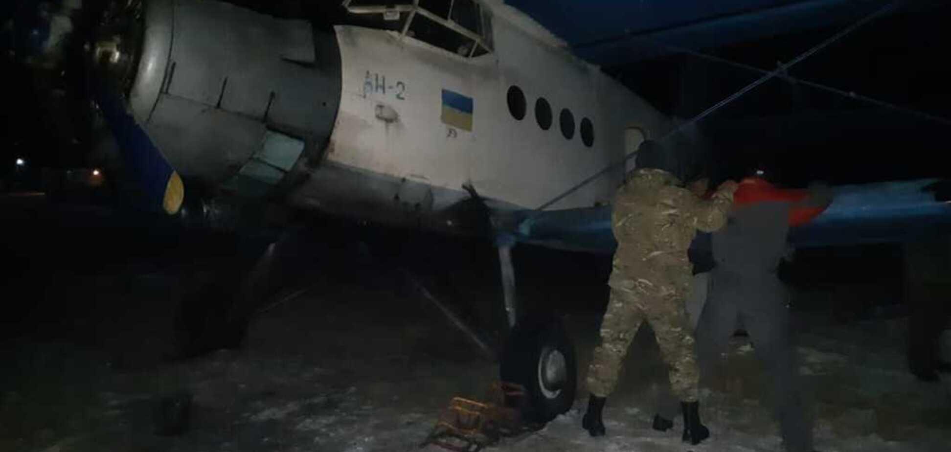 На Прикарпатті затримали літак із контрабандою: відео