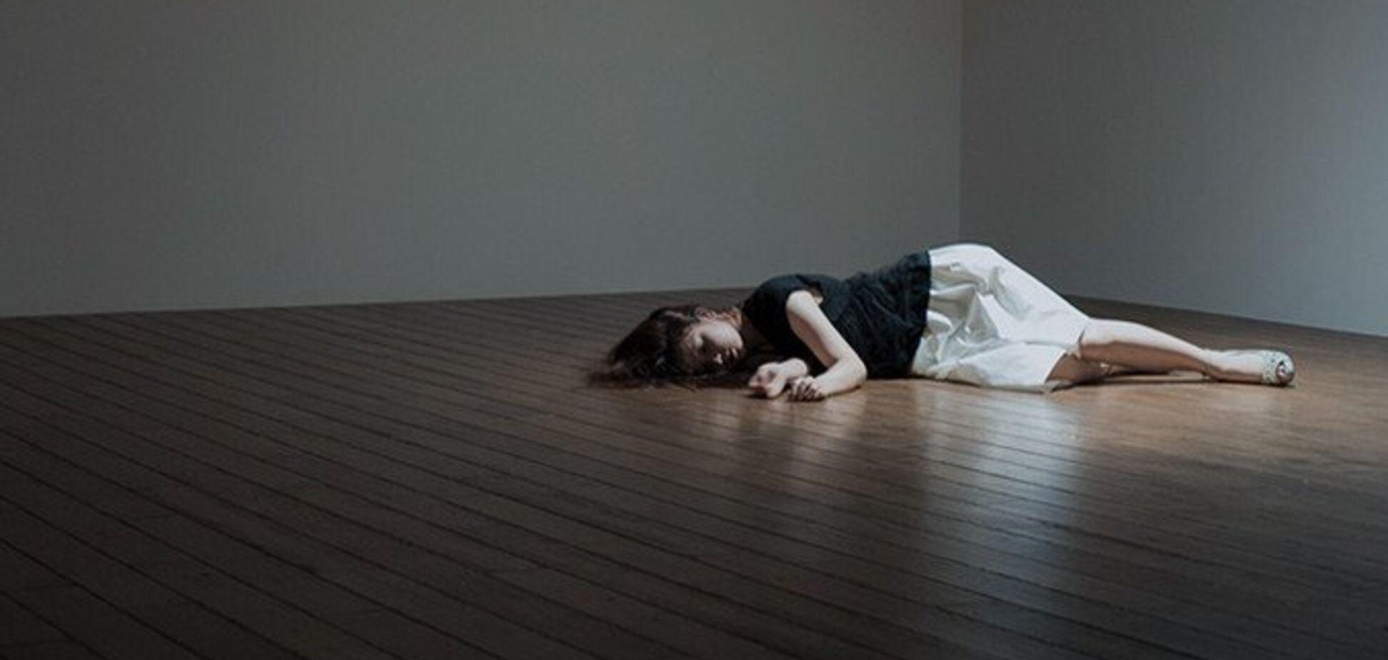 'Лежу, рассматриваю гроб. Внутри играет траурная музыка'