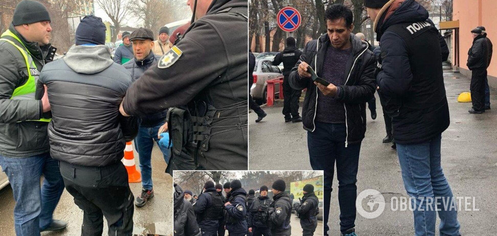 'Аморально і принизливо!' Поліція влаштувала облаву біля мечеті у Києві: фото