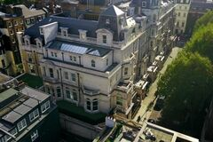 Мільярдер вперше показав найдорожчий будинок в Європі: як виглядає
