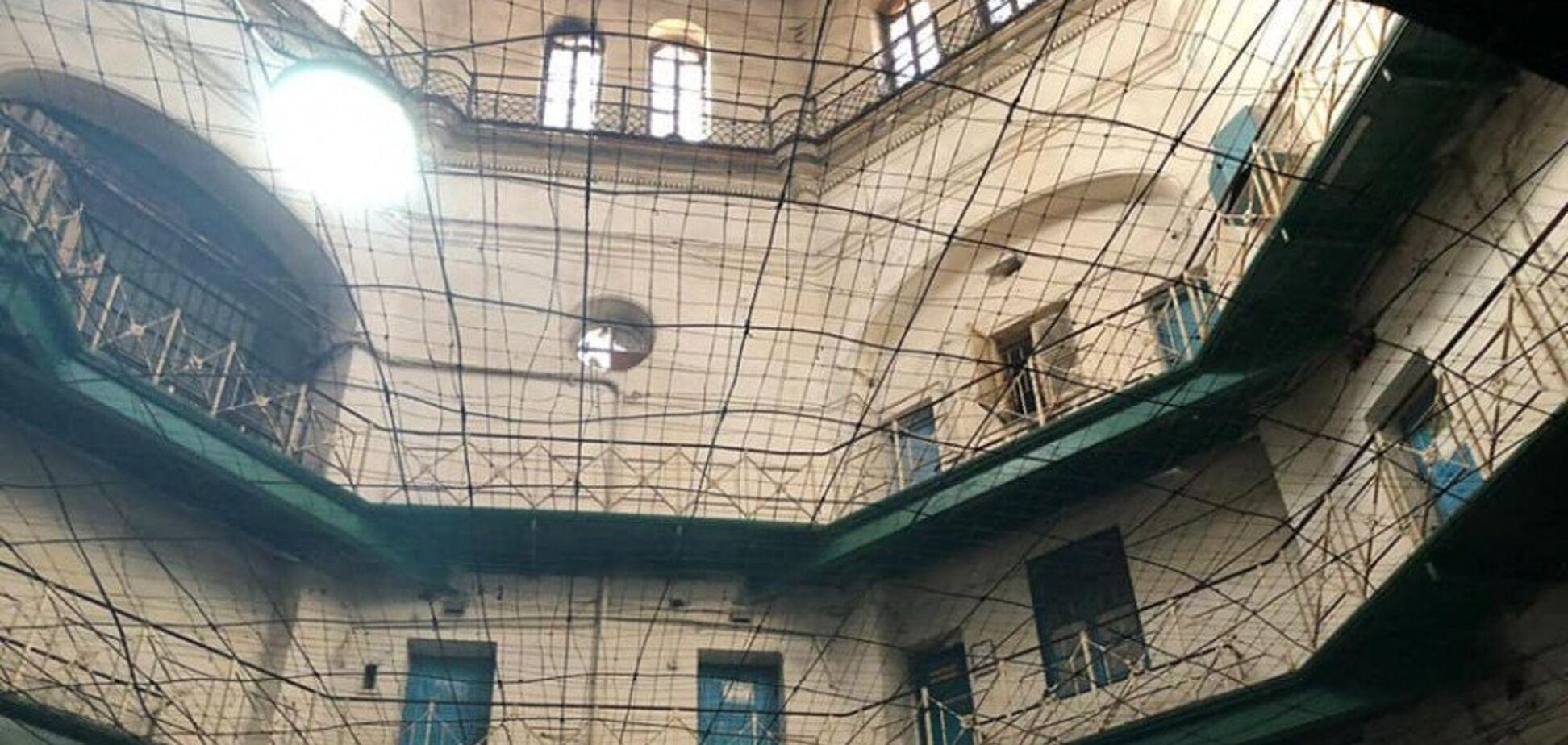 Сотрудник одесского СИЗО продавал наркотики заключенным