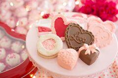 Что подарить девушке на День Валентина: идеи подарков для любимой