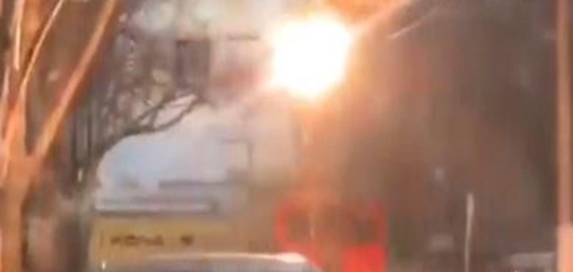 В Одесі ледь не згорів тролейбус із людьми
