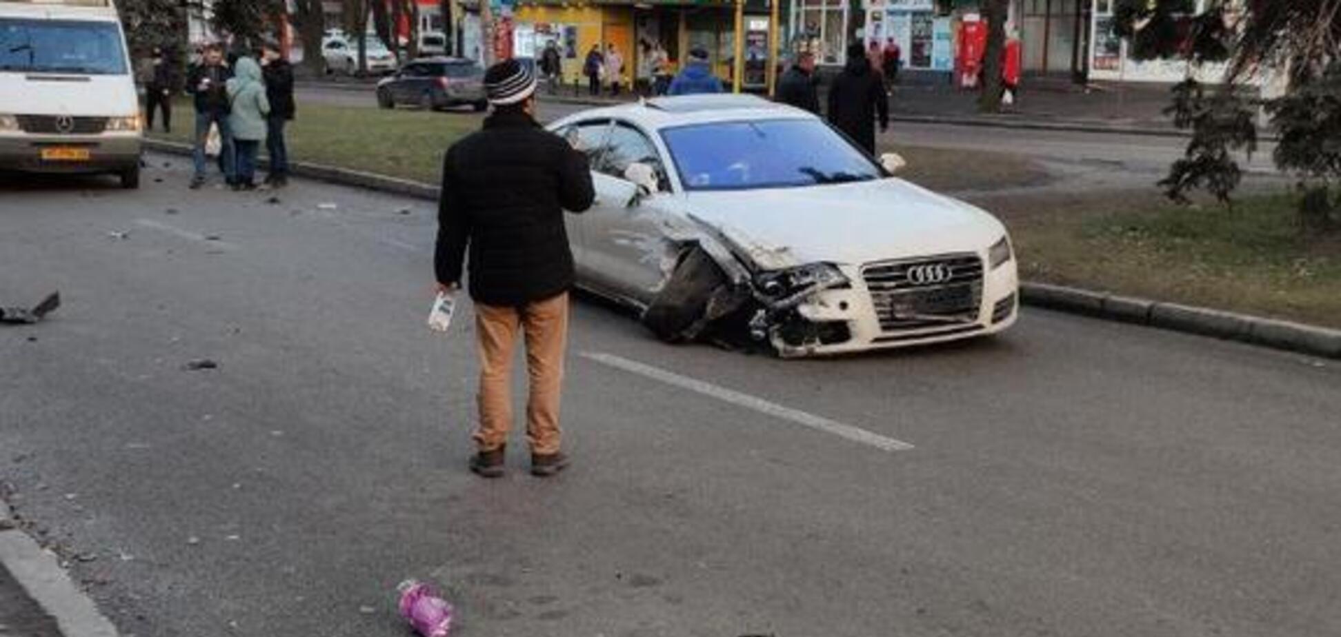 В Днепре автомобиль Audi протаранил маршрутку. Фото