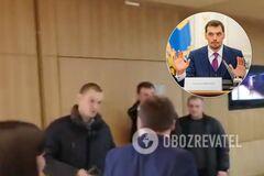 'Вы что, ох**ли!? Конченые твари!' В Киеве журналист сцепился с охраной Гончарука. Видео